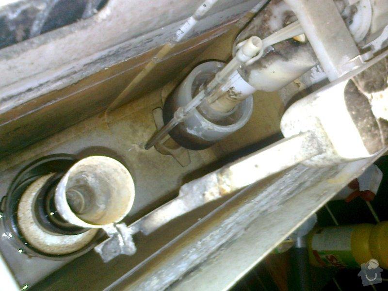 Instalatérské služby - oprava protékající toalety: fotografie1765