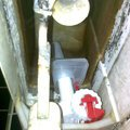 Instalaterske sluzby oprava protekajici toalety fotografie1770