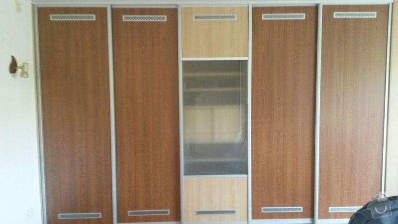 Kuchyňská linka,vestavěná skříň, pracovní kout a úložný prostor: K_15_