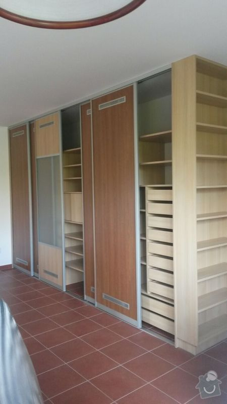 Kuchyňská linka,vestavěná skříň, pracovní kout a úložný prostor: K_17_