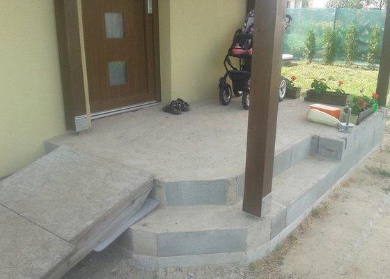 Pokládka venkovní dlažby (cca 8m2) + obklady v koupelně (do 1m2)