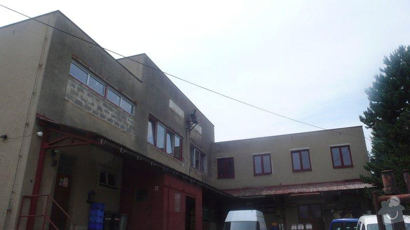 Oprava a nátěr fasády + nátěr plechové stříšky cca 100+100 m2: P1160732