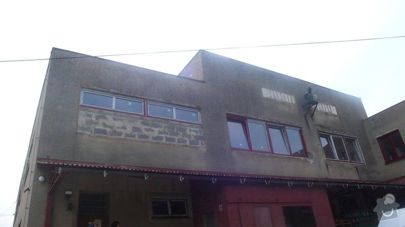 Oprava a nátěr fasády + nátěr plechové stříšky cca 100+100 m2: P1160733