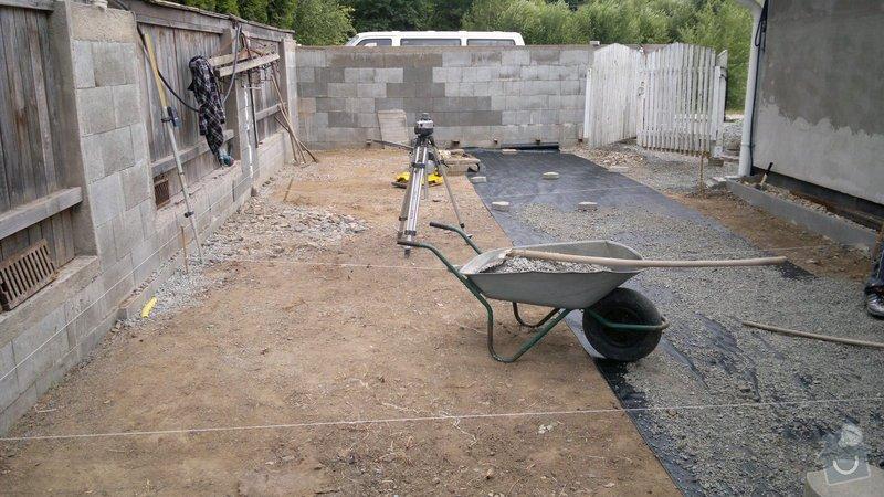Rekonstrukce dvoru, pokládka dlažby: 012