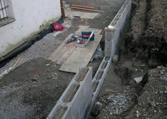 Rekonstrukce dvoru vnitrobloku.