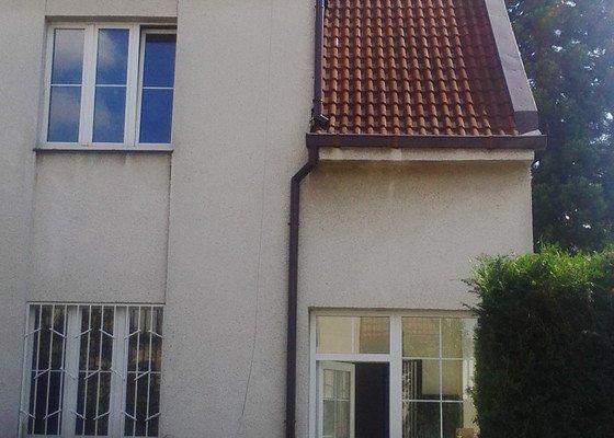 Oprava vchodových dveří a seřízení a údržba plastových oken rodinného domu