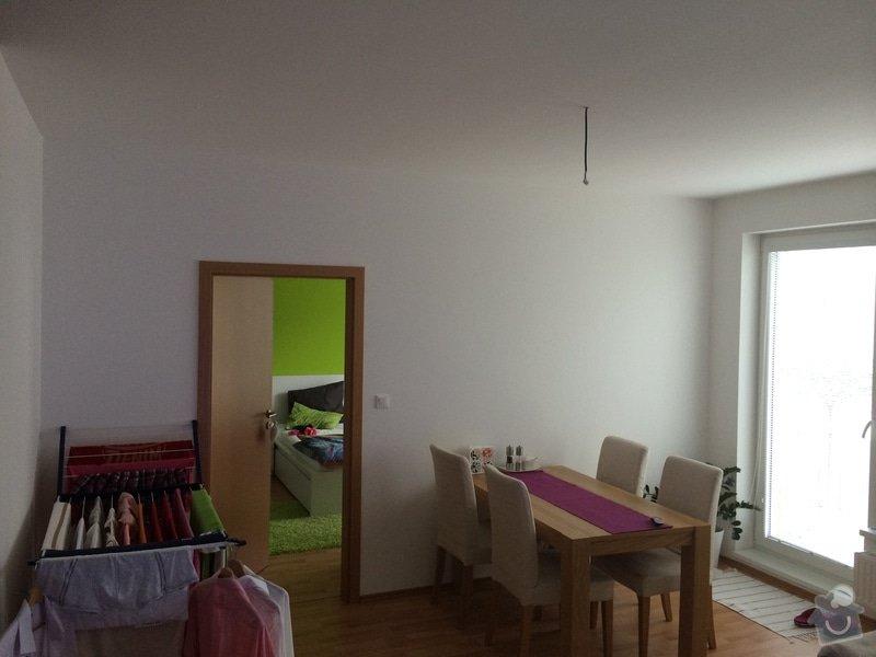 Oklad stěny dřevěným obkladem včetně přesunutí lustru nad jídelní stůl: IMG_0488