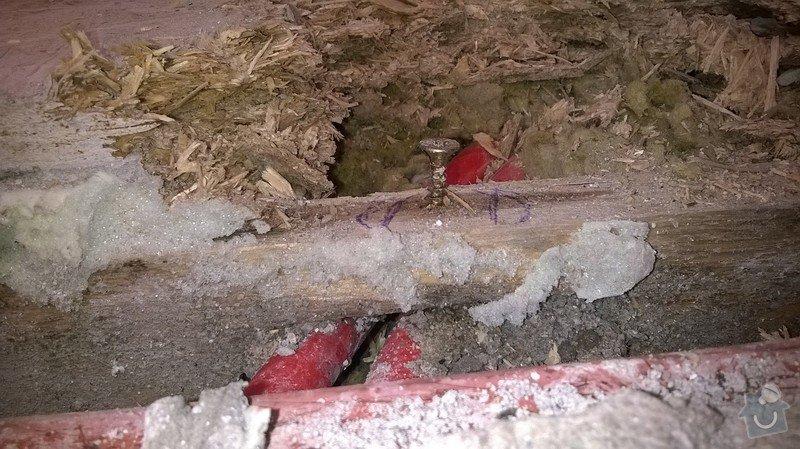 Oprava poškozené trubky podlahového topení: WP_20140817_003