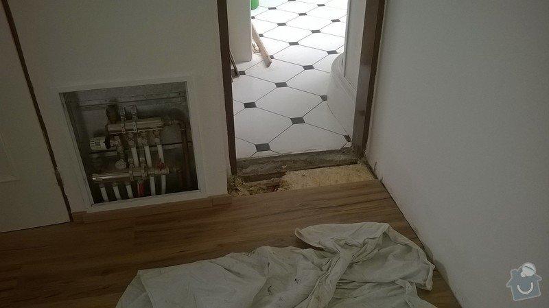Oprava poškozené trubky podlahového topení: WP_20140817_005