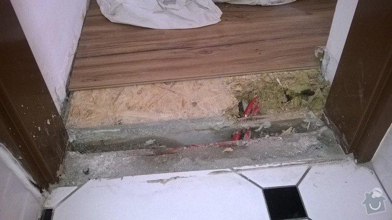 Oprava poškozené trubky podlahového topení: WP_20140817_010