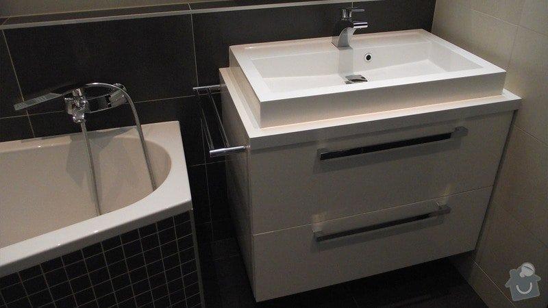 Hnědo béžová moderní koupelna, bílá kuchyně a obývací pokoj do hněda: karasova_big_02