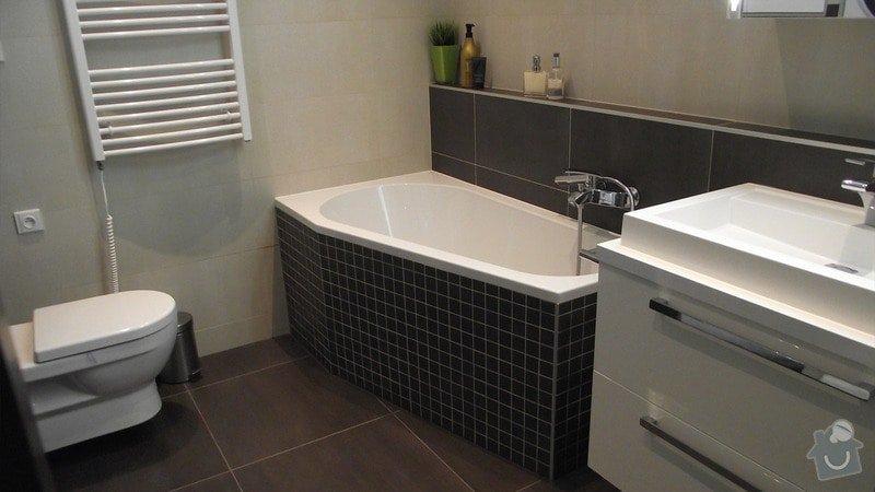 Hnědo béžová moderní koupelna, bílá kuchyně a obývací pokoj do hněda: karasova_big_03