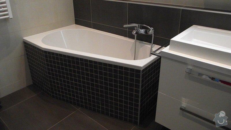 Hnědo béžová moderní koupelna, bílá kuchyně a obývací pokoj do hněda: karasova_big_04