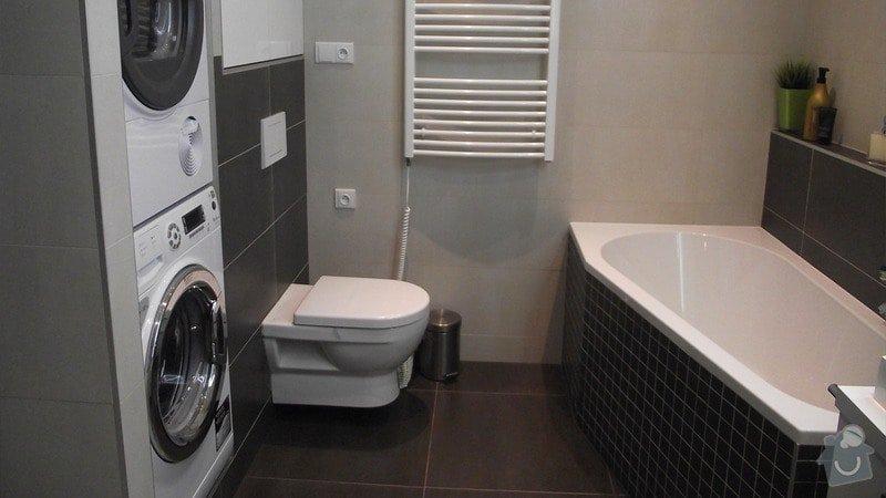 Hnědo béžová moderní koupelna, bílá kuchyně a obývací pokoj do hněda: karasova_big_05