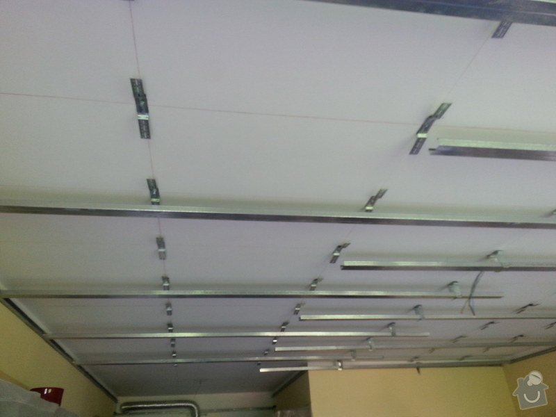 Odhlučnění stropu v obývacím pokoji: 20140505_111901