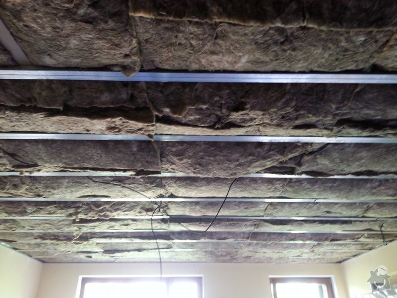 Odhlučnění stropu v obývacím pokoji: 20140505_133725