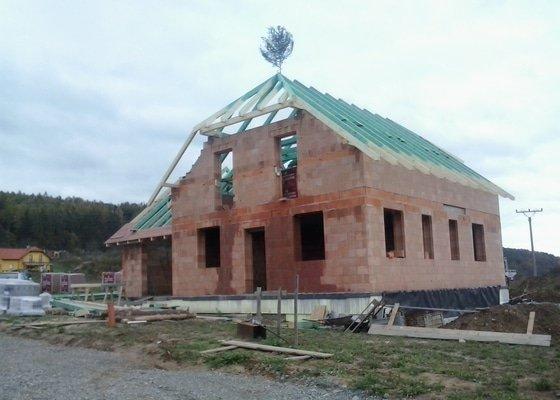 Montáž krovů na novostavbě