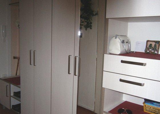 Předsínová stěna + vestavěná skřín