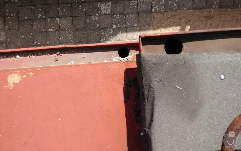 Oplechování střechy nad vchodovými dveřmi a balkónu, svody: 04