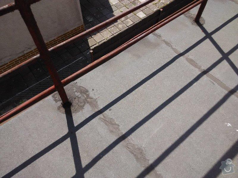Oplechování střechy nad vchodovými dveřmi a balkónu, svody: 05