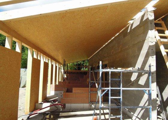 Dodávka a montáž dřevěné konstrukce a krovu rodinného domu