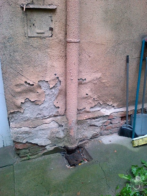 Oprava napojení dešťových svodů na kanalizaci, Praha 3: Svod_dvur