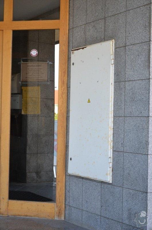 Malířské práce - ošetření dřevěných oken a dveří na administrativní budově Vyškov: DSC_8383