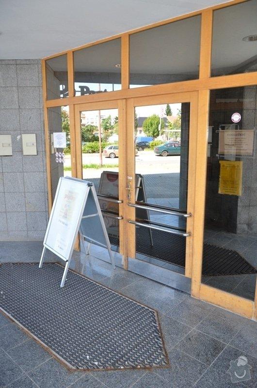 Malířské práce - ošetření dřevěných oken a dveří na administrativní budově Vyškov: DSC_8385