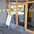 Malirske prace osetreni drevenych oken a dveri na administrat dsc 8385