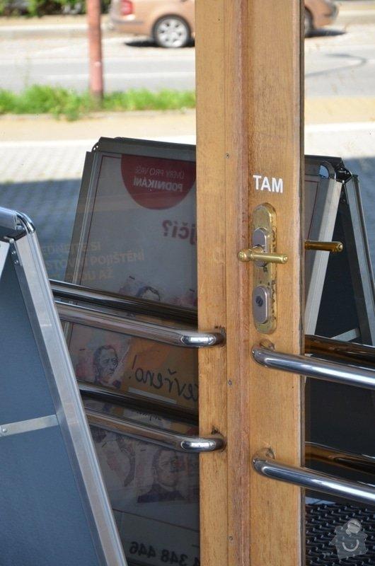 Malířské práce - ošetření dřevěných oken a dveří na administrativní budově Vyškov: DSC_8386