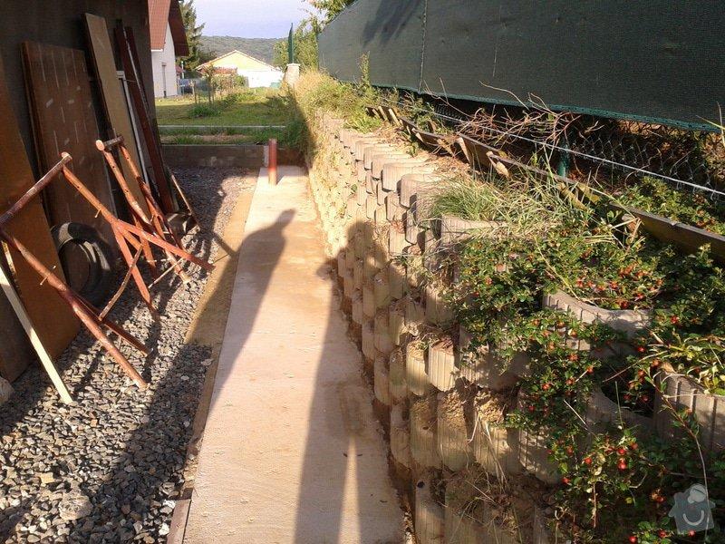 Stavba opěrné stěny svahu: 2014-08-06_06.58.31