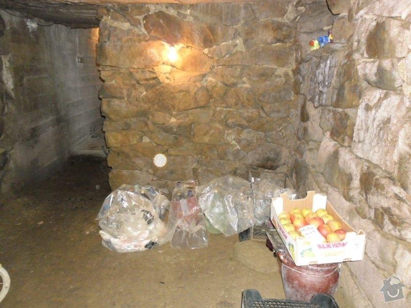 Rekonstrukce sklepních prostor při RD,částečně zapuš. v terénu: SAM_0205