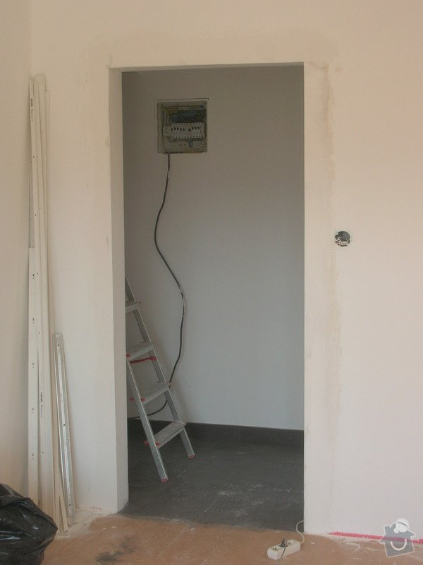 Rozvody vody, elektřiny a plynu pro novou kuchyňskou linku, obklady: DSCN7097