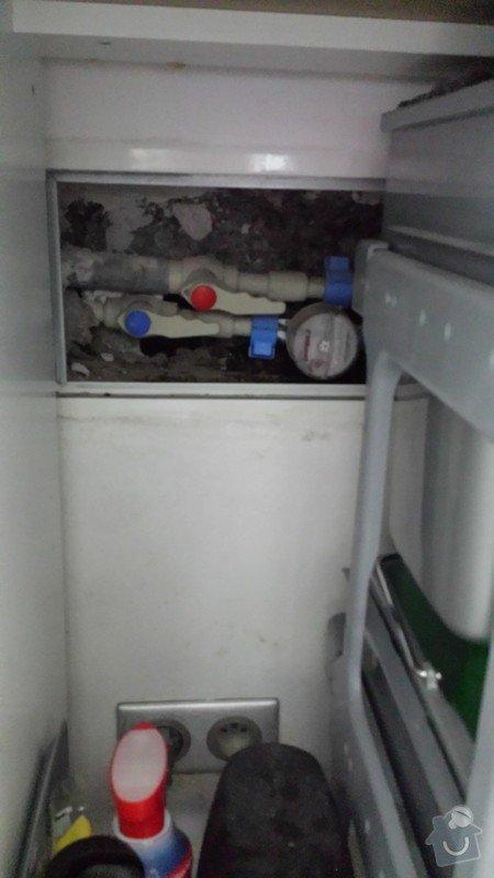 Problém s plísní - naše představa řešení-  demontáž časti linky, zateplení trubek, oškrábání zdi, vymalování: 20140907_094429