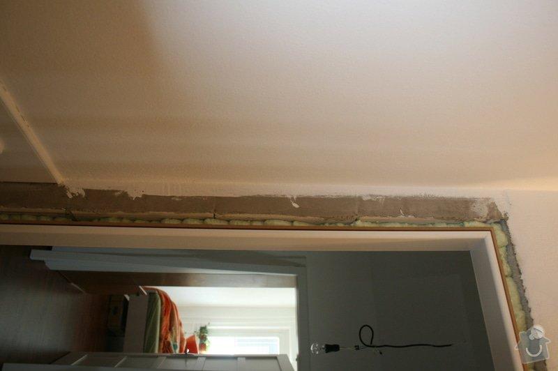 Výměna 8 kachliček na podlaze wc a koupelny, nanesení omítky kolem zárubně dveří. : IMG_5887