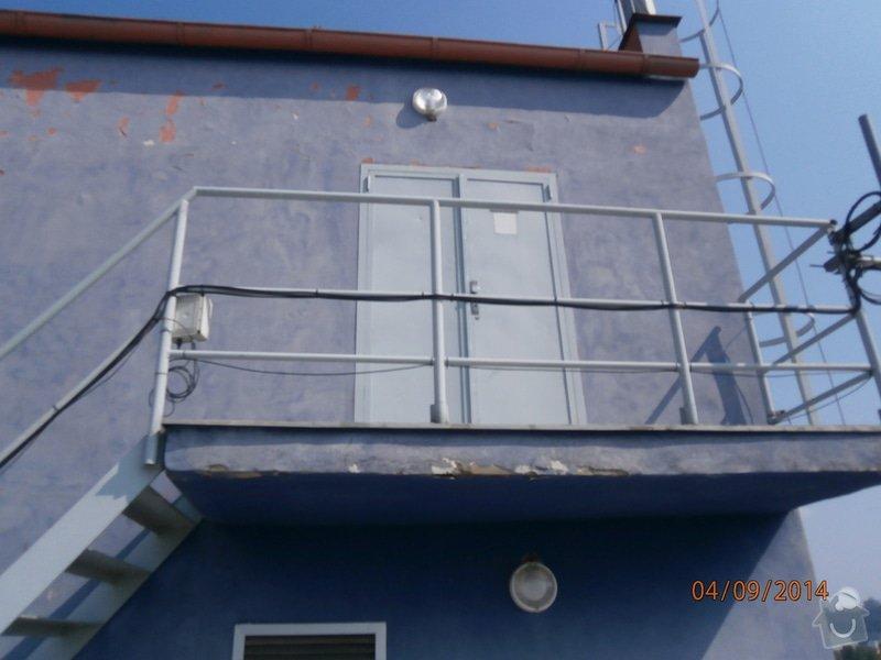 Výměna plechových dveří za plastové v šedé barvě povrch: P9040001