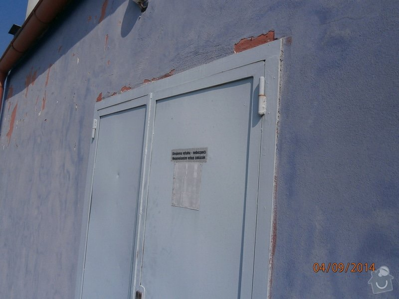 Výměna plechových dveří za plastové v šedé barvě povrch: P9040002