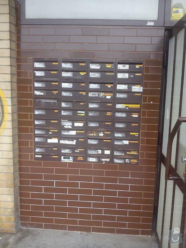 Výměna stávajících 44 ks bytových schránek: DSC00366