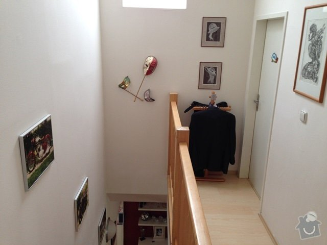 Malířské (chodba podél schodiště v mezonetovém bytě) + drobná oprava stropu: IMG_7318