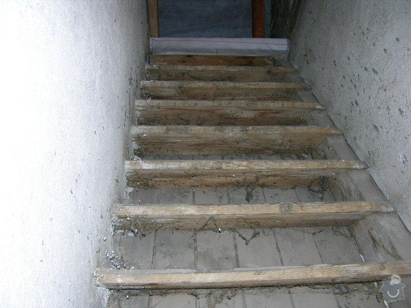 Dodání a instalace dřevěného schodiště na půdu rodinného domu: 1._stare_schody