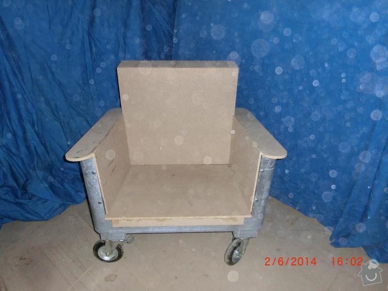 Čalounické práce - očalounení atypické sedačky z kontejnéru: CIMG3686