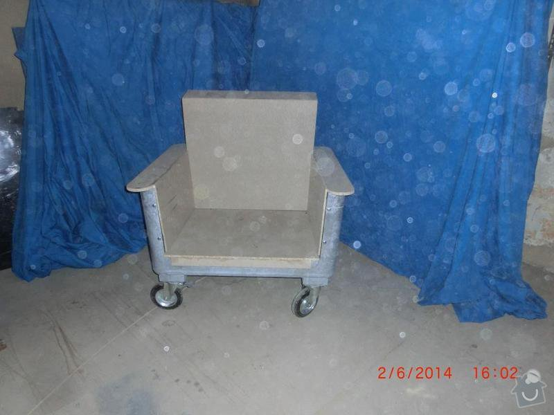 Čalounické práce - očalounení atypické sedačky z kontejnéru: CIMG3685
