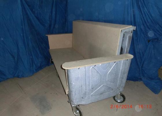 Čalounické práce - očalounení atypické sedačky z kontejnéru