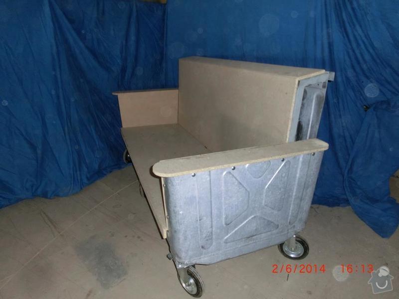 Čalounické práce - očalounení atypické sedačky z kontejnéru: CIMG3691