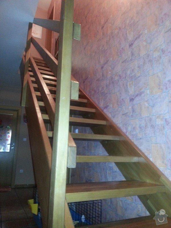 Dřevěné schodiště se zábradlím, kuchyňská linka: 20140914_101230
