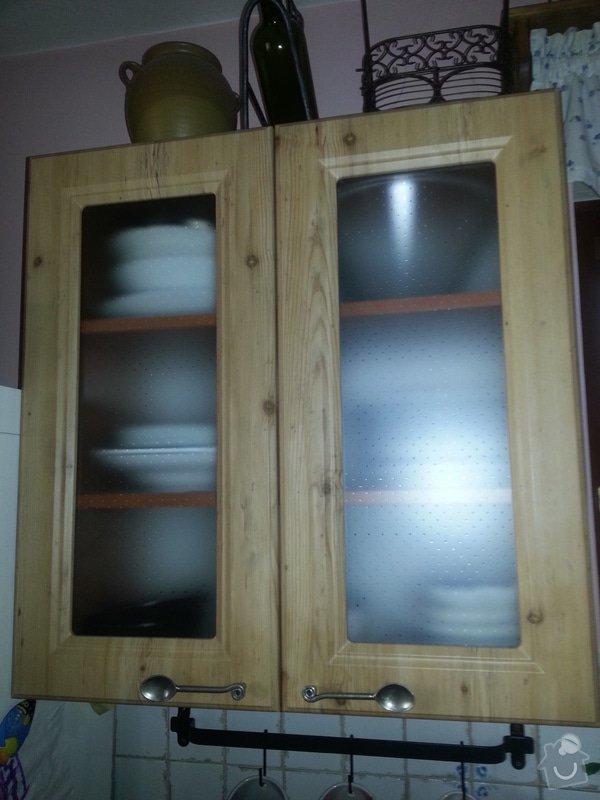 Dřevěné schodiště se zábradlím, kuchyňská linka: 20140914_101438