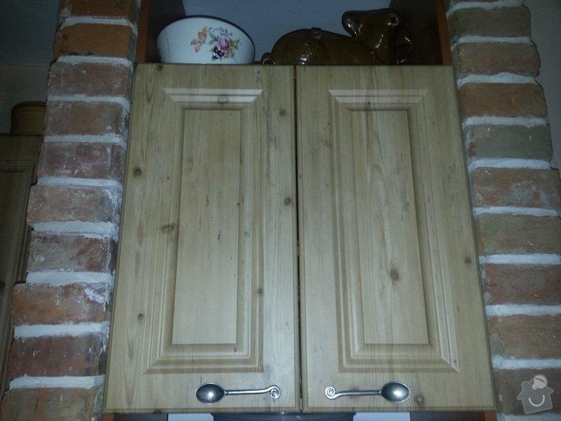 Dřevěné schodiště se zábradlím, kuchyňská linka: 20140914_101538