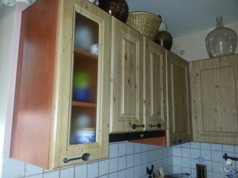 Dřevěné schodiště se zábradlím, kuchyňská linka: 20140914_101421