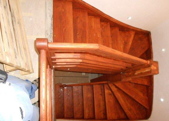 Oprava dřevěného schodiště