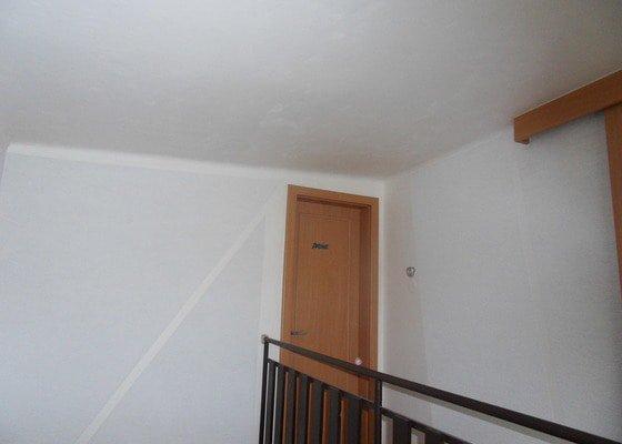Malířské práce, zednické opravy, alespoň hrubý úklid (chodbička přízemí, chodba schody - 2. patrová, záchod, koupelna, stěna v obývacím pokoji)